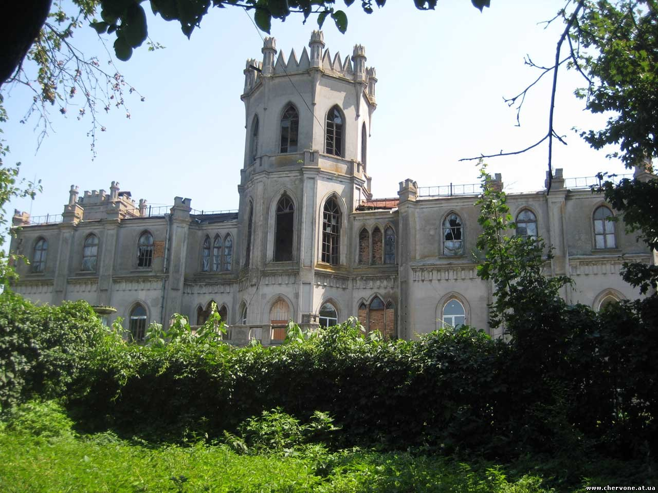 It was Adol'f Grohol'sky who built a large Neogothic residence in the village according to the project of unknown architect
